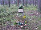 pomníček poblíž Novin